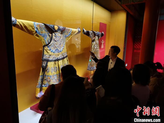 睹物思人忆江南:故宫博物院藏乾隆时期文物苏州开展